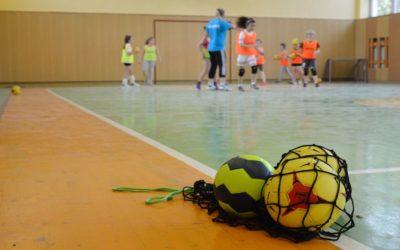 Handball und Handballschuhe
